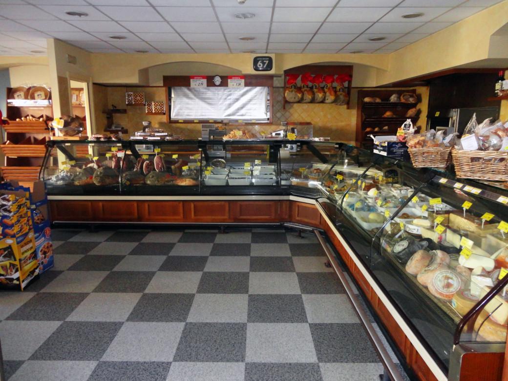 Arredo legno sas gastronomia for Arredamento gastronomia