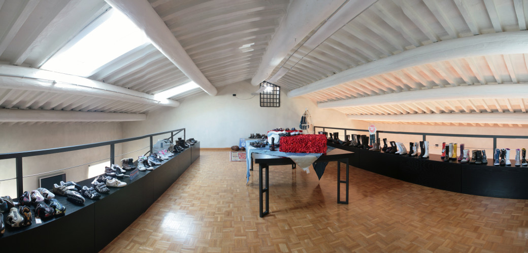 ArredoLegno sas realizza arredamento showroom